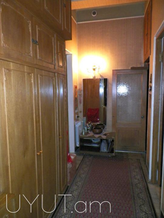 Բաղրամյան (Սիրահարների այգու հարևանությամբ) 3 սենյակ կոդ 2105