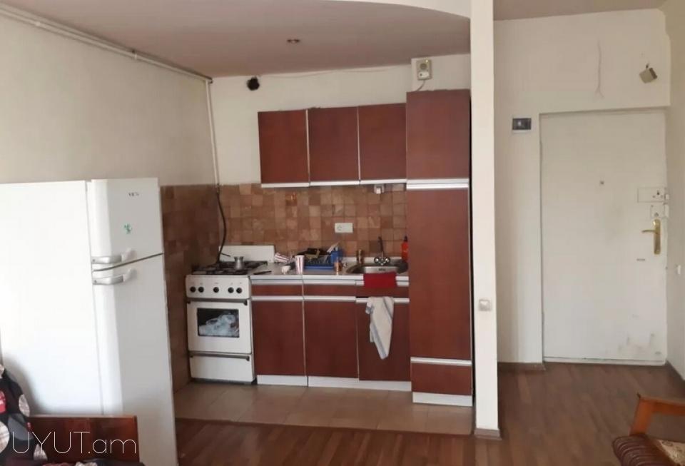 Վարձով 2 սենյականոց բնակարան Նար–Դոսի փողոցում, 40մք