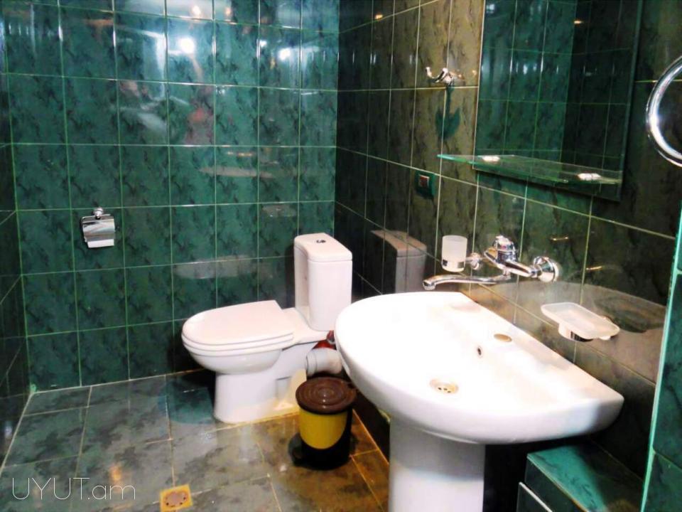 Աբովյան փողոց, 2 սենյականոց օրավարձով բնակարան 2-հարկ
