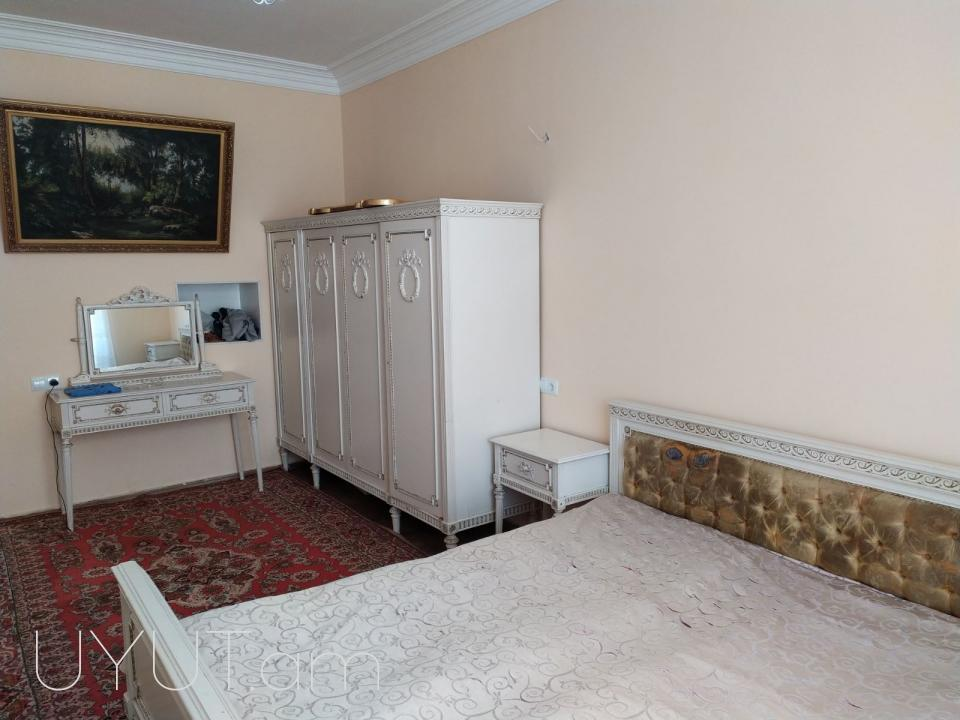 Վարձով է տրվում 2 սենյականոց բնակարան Սարյան փողոցում Փոստի մոտ