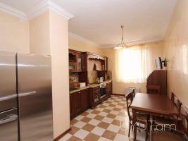 4 սենյականոց վարձով բնակարան Հյուսիսային պողոտայում, Կենտրոն, 4րդ հարկ