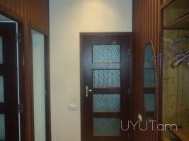3 սենյականոց վարձով բնակարան Մոսկովյան Բայրոն խաչմերուկում, Կենտրոն, 5րդ հարկ