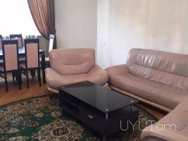 3 սենյականոց վարձով բնակարան Ամիրյան Սարյան Պրոսպեկտ հատվածում, կենտրոն, 4րդ հարկ