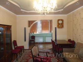 3 սենյականոց վարձով բնակարան Քաջազնունի փողոցում, կենտրոն, 2րդ հարկ