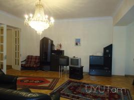4 սենյականոց օրավարձով բնակարան Բայրոն Մոսկովյան խաչմերուկում, 4րդ հարկ