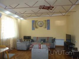 4 սենյականոց օրավարձով / վարձով բնակարան Աբովյան Կորյուն խաչմերուկում, կենտրոն