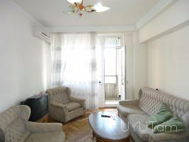 Վարձով և օրավարձով 2 սենյականոց բնակարան Մոսկովյան փողոցում, փոքր կենտրոն