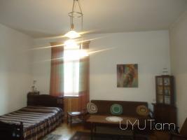 Մոսկովյան փ. ՊՈՊԼԱՎՈԿ սրճարանի մոտ 1 սենյականոց վարձով բնակարան, կենտրոն