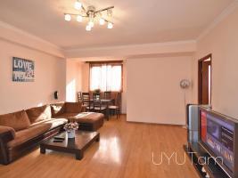 Կենտրոն Ամիրյան Մաշտոց խաչմերուկ, 2 սենյականոց օրավարձով բնակարան