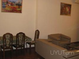 Կորյուն Նալբանդյան խաչմերուկի մոտ 2 սենյականոց վարձով բնակարան, կենտրոն