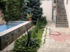 4 սենյականոց Առանձնատուն Չարենցի փողոցում