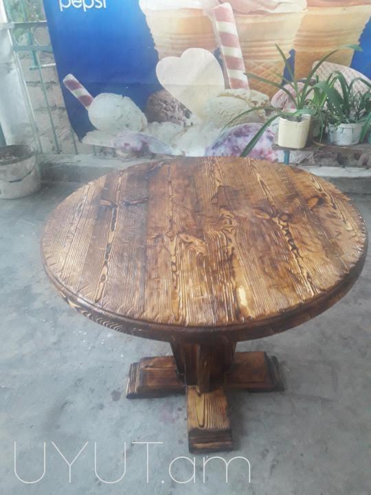 Փայտյա սեղան
